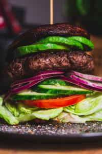 Ciemny burger - Zdrowa Krowa